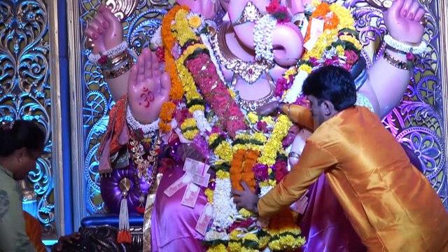 Yeh Rishtey Hain Pyaar Ke fame Sangeeta Kapure take blessing of Andheri Cha Raja