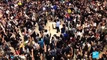 """""""Gloire à Hong-Kong"""", le chant que les manifestants scandent dans les centres commerciaux"""