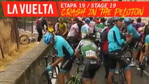 Chute dans le peloton / Crash in the peloton - Étape 19 / Stage 19 | La Vuelta 19
