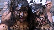 Fashion Week London: schleimig-schwarzer PETA Protest