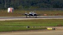 Ce pilote réussi à poser son avion alors que le train d'atterrissage est cassé...