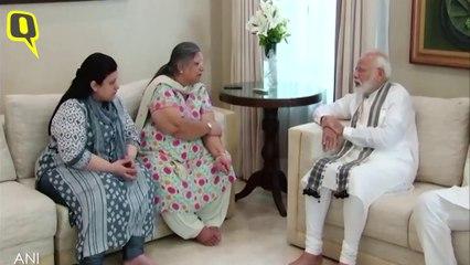 PM Modi & Amit Shah Meet Jaitley's Family At His House