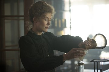 Radioactive trailer - Rosamund Pike is Marie Curie