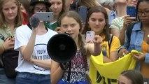 Greta Thunberg réunit ses partisans devant la Maison-Blanche