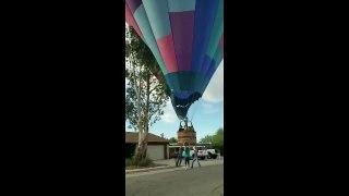 II perd le controle de sa montgolfière et termine dans un arbre en Arizona