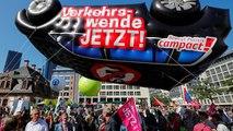 شاهد: في معرض فرانكفورت الدولي للسيارات.. مظاهراتٌ تدعو لتصنيع سيارات صديقة للبيئة
