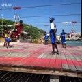 Zip Line de Breath's Dragon à Haïti. Trop Mimi !Admirez les !, Admirez ce qu'il fait !
