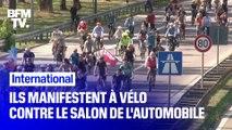 Ils manifestent à vélo contre le salon international de l'automobile