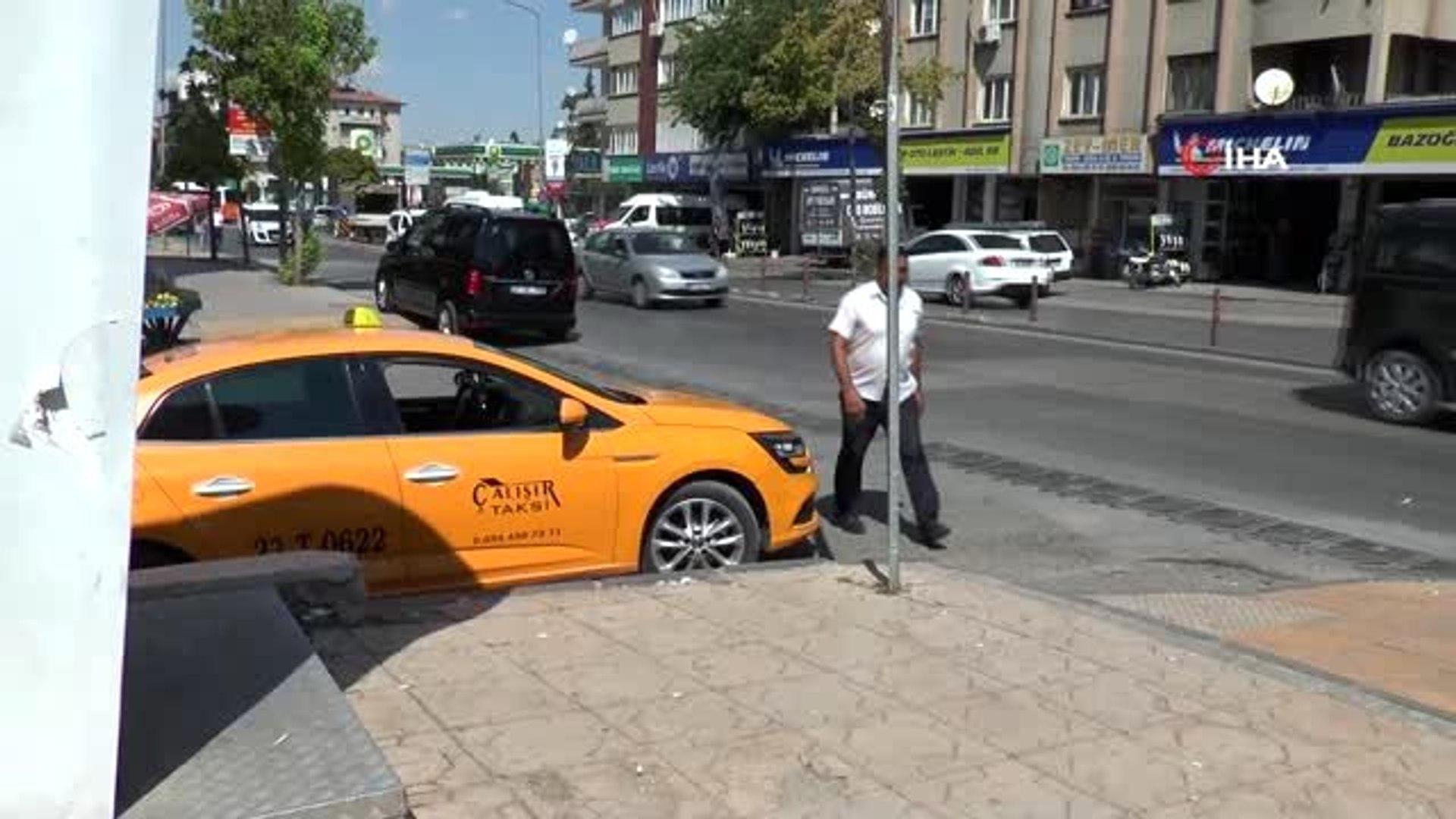 Bir taksi şoförü, aracında unutulan 87 bin lirayı sahibine teslim ederek büyük takdir topladı