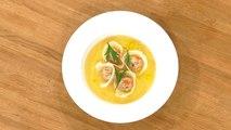 Ravioles de poisson et bouillon au curcuma