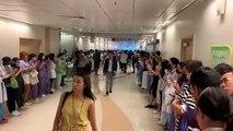 Quận Sha Tin ( Sa Điền ), Hong Kong ~13h30 ngày 16 09 2019 (GMT+8)  Nhân viên y tế của bệnh viện Prince of Wales đồng thanh hát bài quốc ca Vinh quang Hong Kong 願榮光歸香港 Glory be to thee, Hong Kong