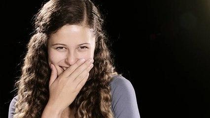 Lachen bei einer Beerdigung: ein Abwehrmechanismus