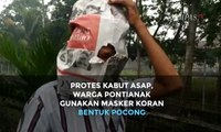 Protes Kabut Asap, Warga Pontianak Gunakan Masker Koran Bentuk Pocong