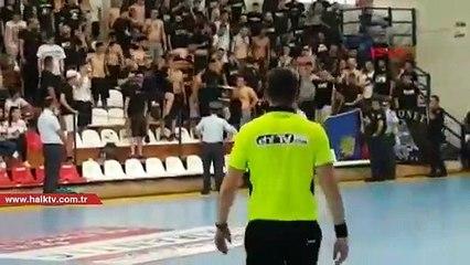 Yunanistan'daki maçta Türk bayrağına izin verilmedi, kadın sporculara tükürüldü