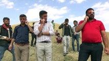 Köylüler Telefonla Görüşebilmek İçin 4 Kilometre Yol Yürüyor