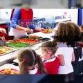 Excédé par les impayés d'une famille, un maire nourrit 2 enfants au pain et à l'eau