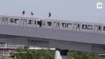 Sauter dans une rivière depuis le toit d'un train en marche (Autriche)