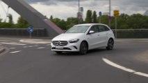 Mercedes-Benz B 250 e in Digital white Driving Video