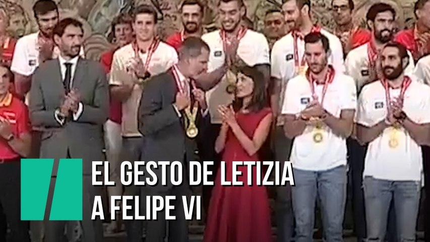 El gesto de Letizia a Felipe VI en plena celebración