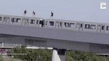 3 cascadeurs sautent d'un train en marche dans le fleuve Danube