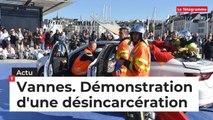 Vannes. Démonstration d'une désincarcération par les pompiers de Vannes