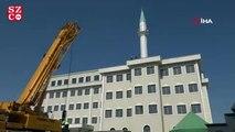 Okulun çatısındaki minare kaldırıldı