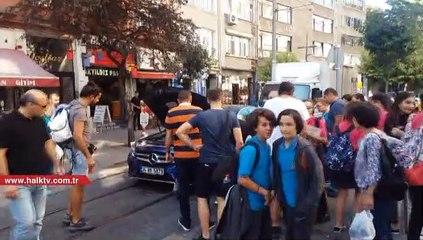 Kadıköy'de arabanın motoruna güvercin girdi