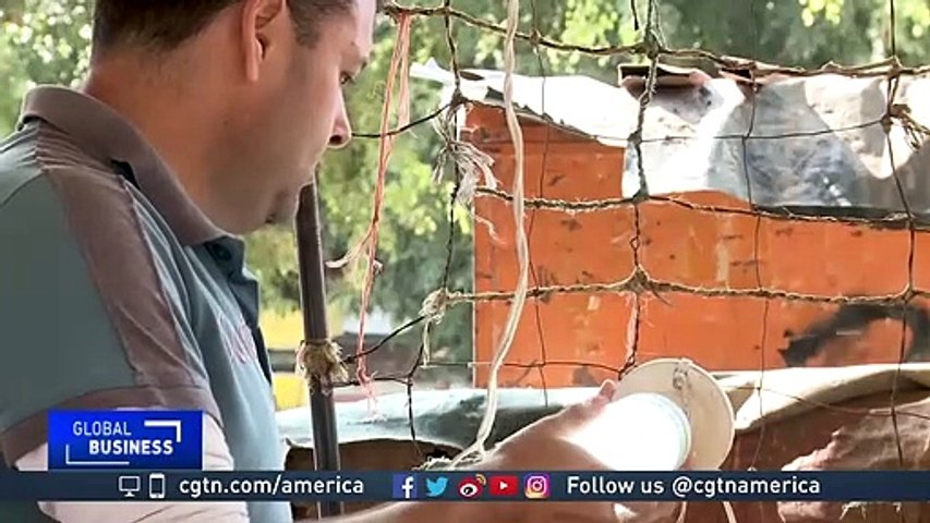 Venezuelan electric engineer offers light bulb repairs amid rising costs