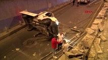 Ankara'da kamyonet köprülü kavşaktan düştü: 2 yaralı