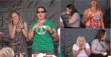 Comer cebola crua inteira o mais rápido possível... um concurso de fazer chorar!
