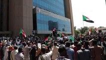 Sudan'da Beşir rejiminin sembol isimlerinin yargılanması talebiyle gösteri