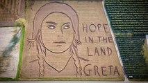 Un portrait XXL de Greta Thunberg fait son apparition dans un champ en Italie