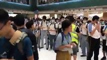 Quận Sha Tin ( Sa Điền ), New Territories East ( Tân Giới Đông ), Hong Kong tối ngày 19 09 2019 (GMT+8)  Học sinh nhiều trường trung học ở Sha Tin sau khi xếp hàng thành chuỗi người lúc chiều tối thì tập trung trong New Town Plaza trên đường Sha Tin Cente