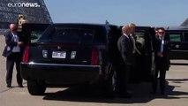 ترامب يكشف سر الدولارات التي تتدلى من جيبه الخلفي