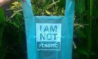 لا ترموا الأكياس البلاستيكية بعد الانتهاء من استخدامها... اشربوها!