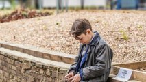 Bambino autistico di 9 anni canta Hallelujah e conquista il mondo, la performance da pelle d'oca