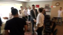 Küçük Şükrü, babasının lokanta ruhsatını Başkan Gökhan Yüksel'in elinden aldı