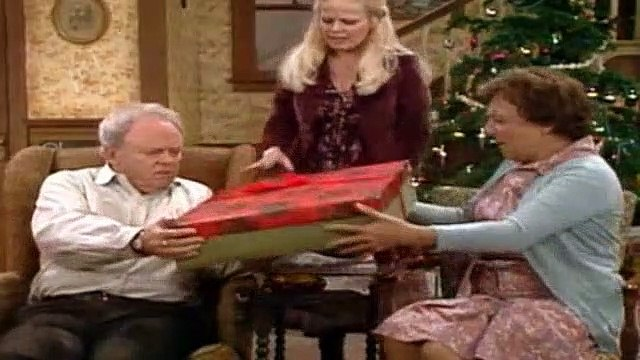 All In The Family Season 8 Episode 13 Edith's Crisis Of Faith (1)