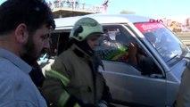 Sefaköy d-100 karayolu'nda otomobil panelvana çarptı 2 yaralı