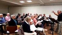 Le choeur des Glandières de Longeville-lès-Saint-Avold chantent pour les moines de Tibhirine