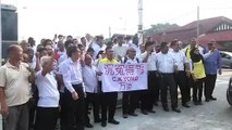 Supporters gather at Ipoh Sessions Court