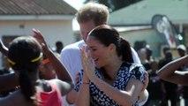 Meghan Markle protagoniza un baile que se hace viral en su visita a África