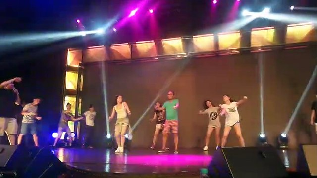 More kulitan sa opening production number rehearsals ng Banana Sundae barkada!""""
