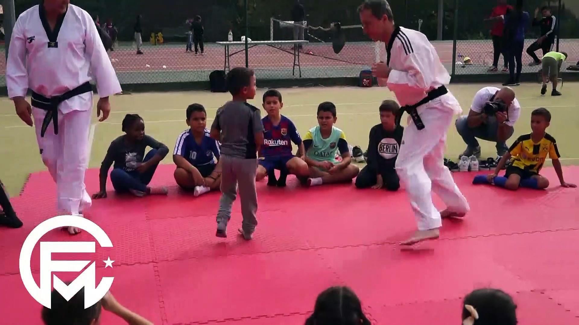 Insolite : Quand Eyraud enfile son kimono de Taekwondo ce matin...