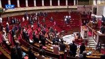 Disparition de Jacques Chirac: Regardez la minute de silence des députés à l'Assemblée nationale en hommage à l'ex-président de la République - VIDEO
