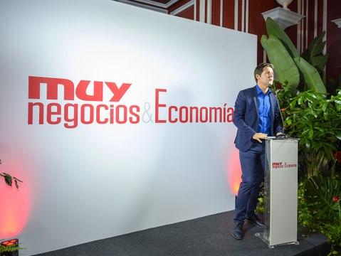 Ministras, exministros, dirigentes de la oposición y los líderes de CEOE y CC OO, en la presentación de 'Muy Negocios & Economía'