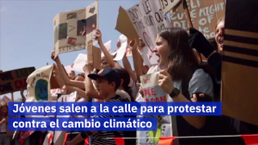 Jóvenes salen a la calle para protestar contra el cambio climático