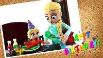 LA GRAN HABITACIÓN DE GOMINOLAS DE LA PRINCESA ELSA  Dibujos Animados Infantiles Con Play Doh