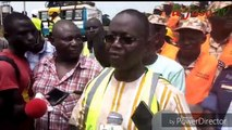 Ralentisseurs hors normes sur les routes les travaux de démolition et la construction de bande rugueuse lancés