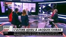 Regardez Claude Chirac qui vient à la rencontre des Français aux Invalides pour les remercier de venir rendre hommage à son père, Jacques Chirac